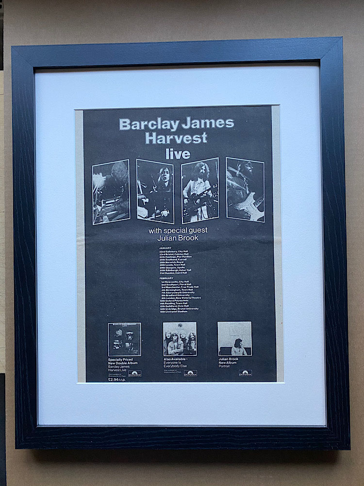 BARCLAY JAMES HARVEST - LIVE(FRAMED) - Poster / Affiche